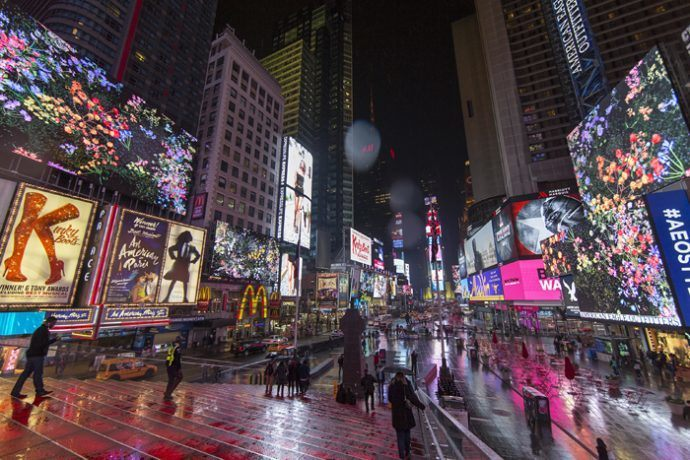 Projects: Billboard Ads Take A Break For A Midnight Moment In Times Square
