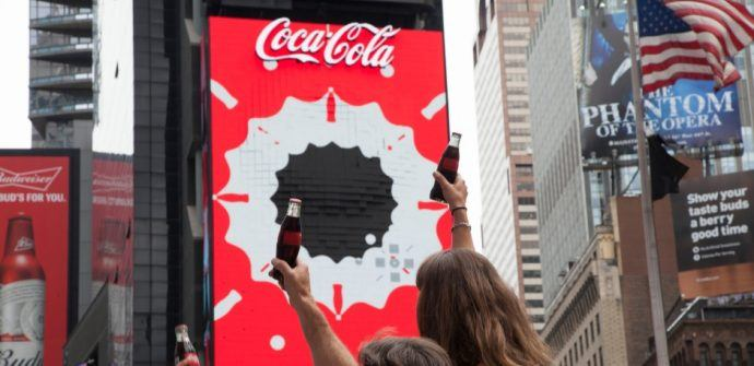 Projects: Coca Cola Switches On World First Robotic 3D LED Board In Times Square